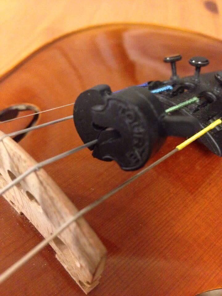 ミュートを弦につけた画像
